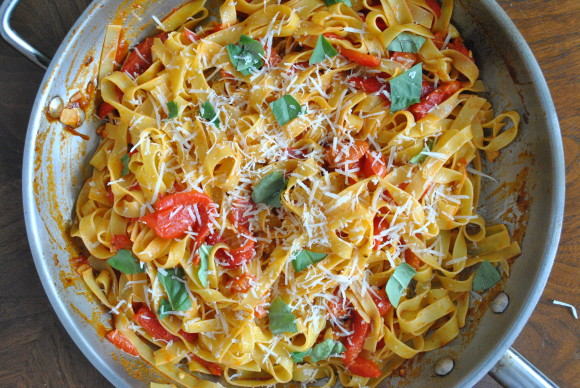 Fettuccine w/Roasted Red Pepper and White Wine Sauce