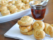 Koulourakia-Greek-Easter-Cookies-Mediterranean-Baby