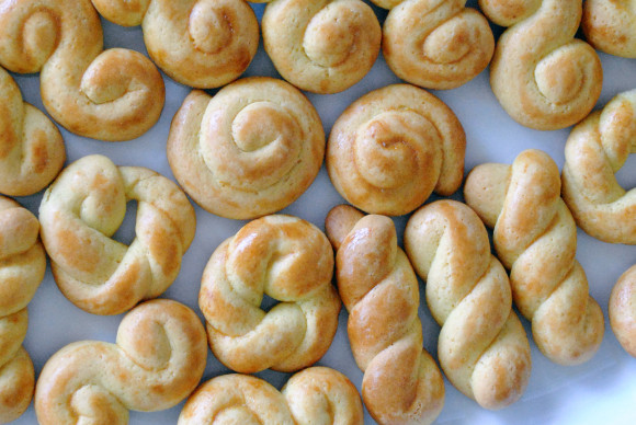 Koulourakia - Greek Easter Cookies - Mediterranean Baby (7)